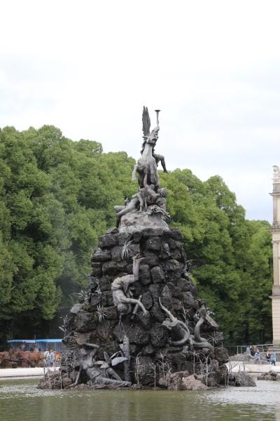 ヘレンキムゼー城前の噴水